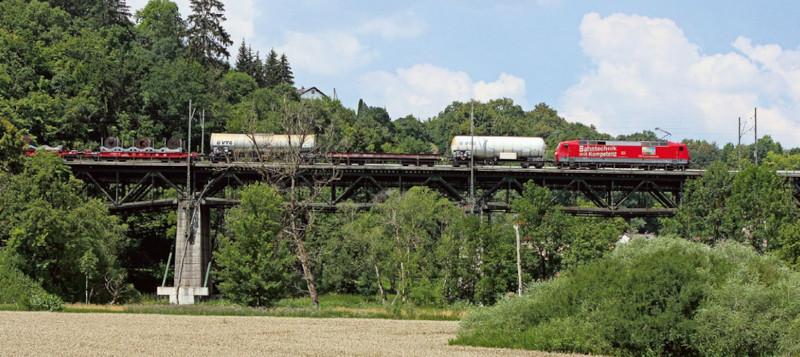 Демонстрационный поезд из инновационных грузовых вагонов