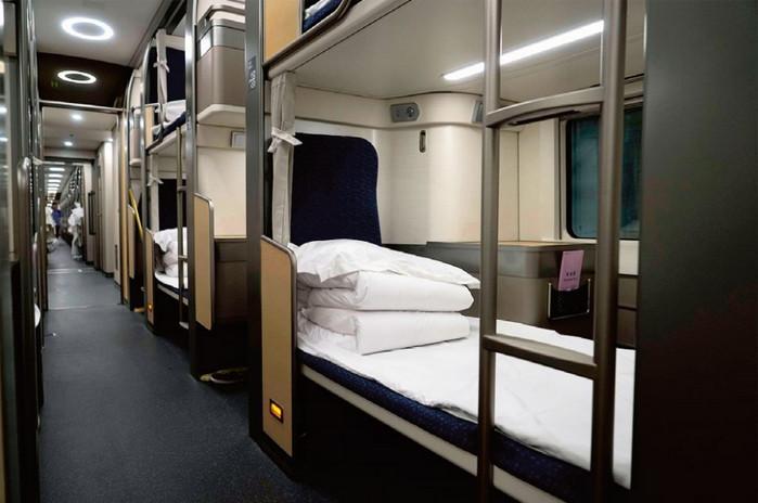 Интерьер спального вагона высокоскоростного поезда