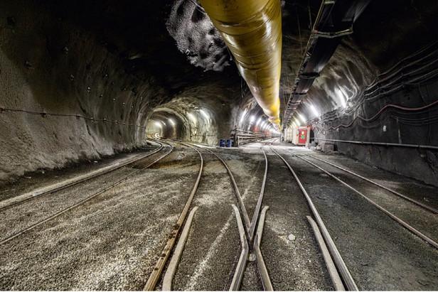 Выходы в ходовые тоннели из разведочной штольни