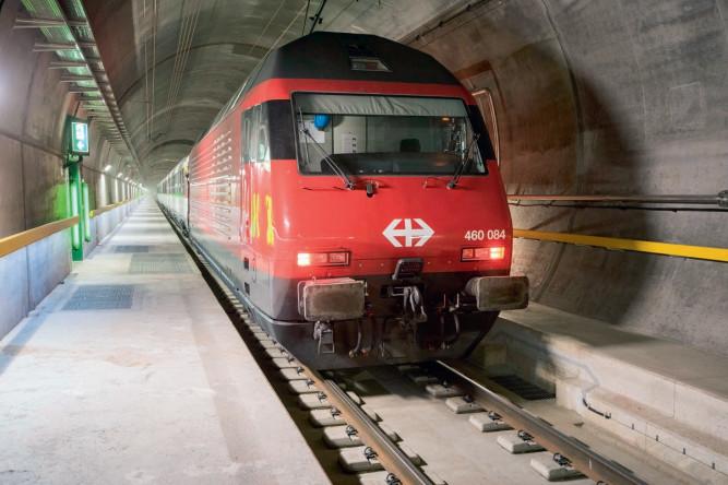 Испытательные поездки в тоннеле начались в копие 2015 г.